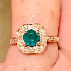 1,999 R V NWOT STUNNING EMERALD AND DIAMOND RING
